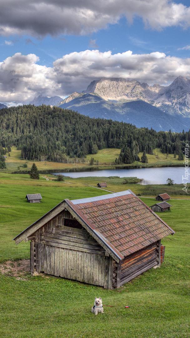 Domy nad jeziorem Geroldsee w Bawarii