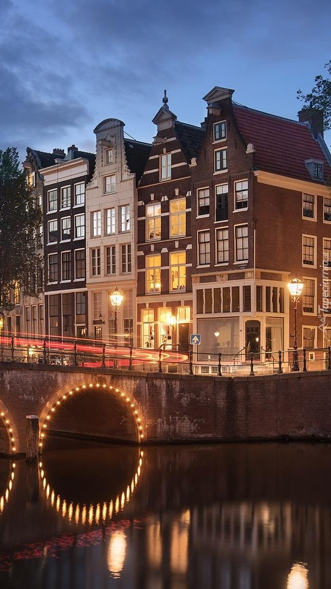Domy nad rzeką Amstel w Amsterdamie