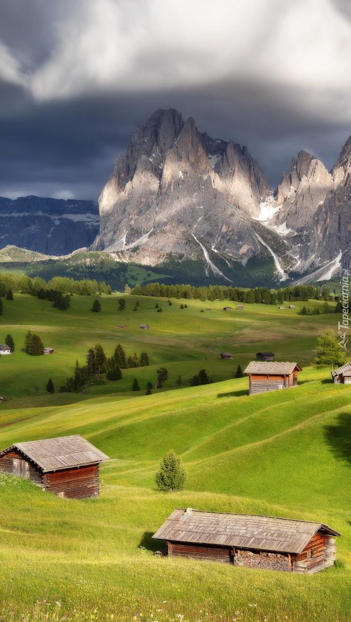 Domy w dolinie Val Gardena