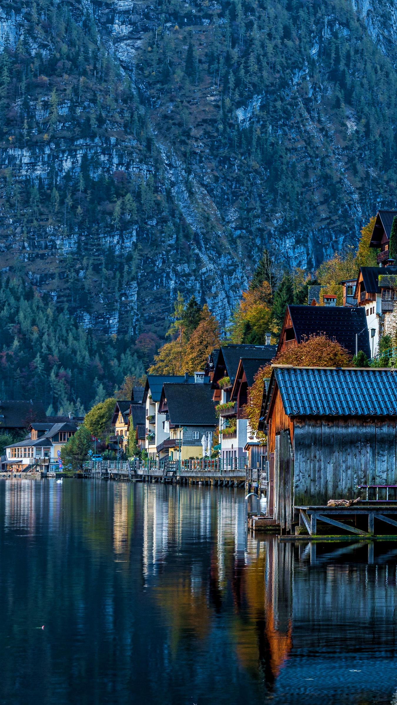 Domy w Hallstatt na tle Alp Salzburskich