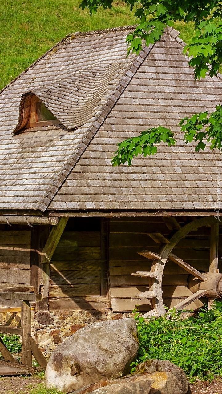 Drewniany młyn wodny
