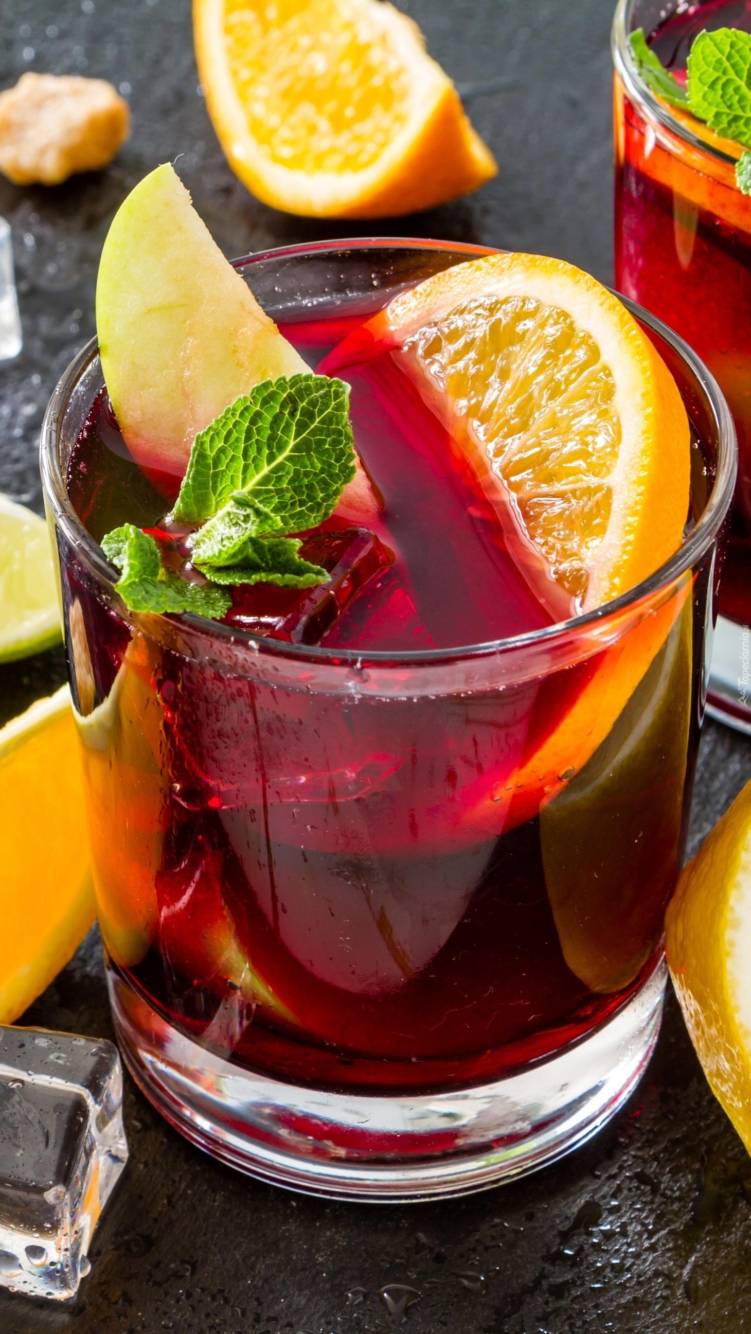 Drink z cytryną  w szklance