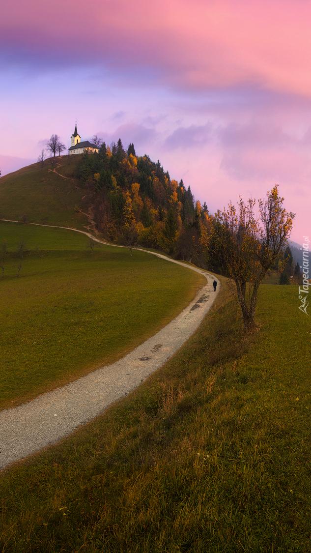 Droga i cerkiew św. Jakuba na wzgórzu