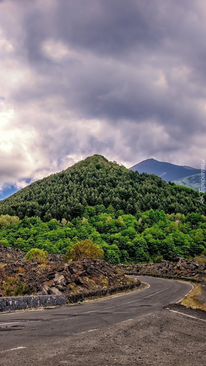 Droga pomiędzy wzgórzami