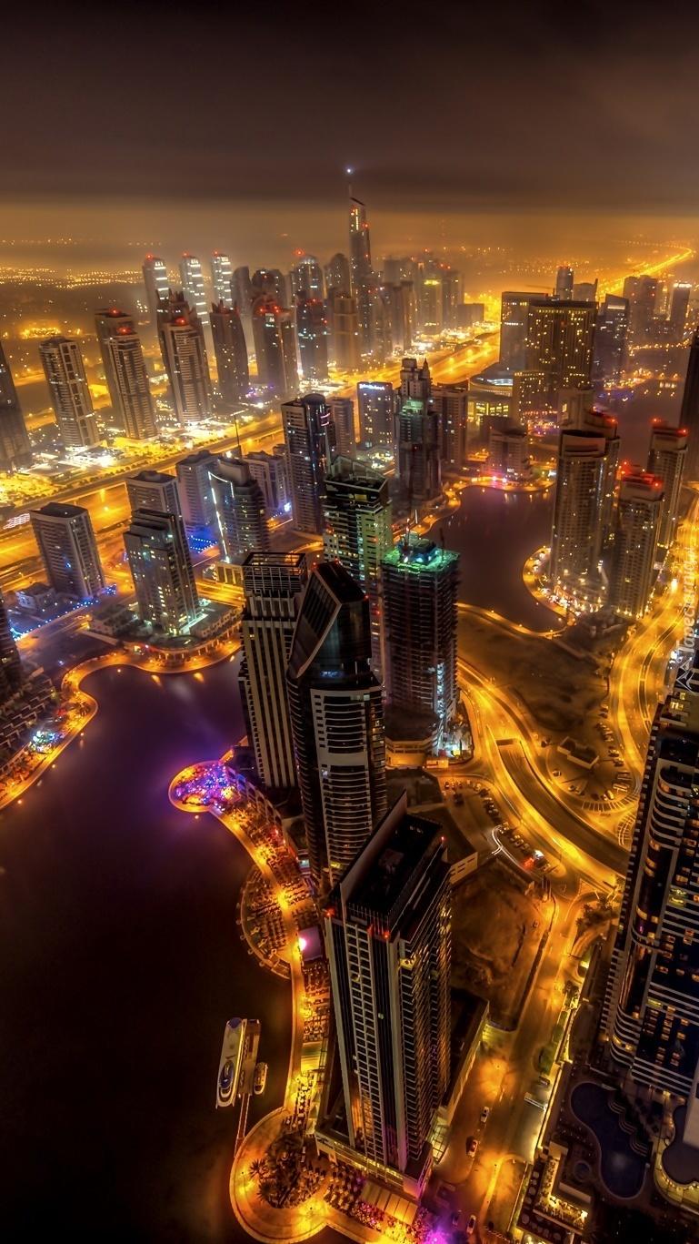 Dubaj nocą widziany z drapacza chmur