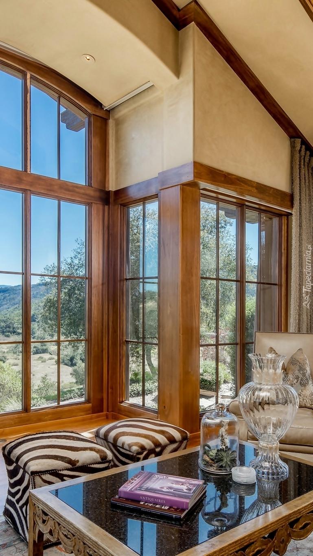 Duże okno w salonie