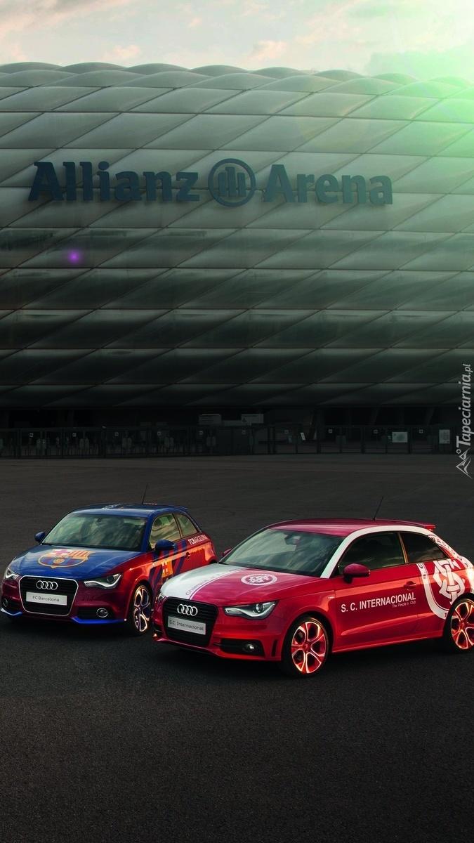 Dwa samochody Audi