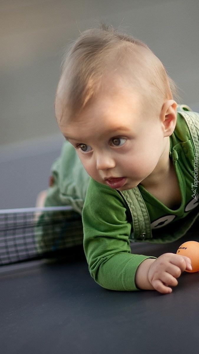 Dziecko z piłeczką
