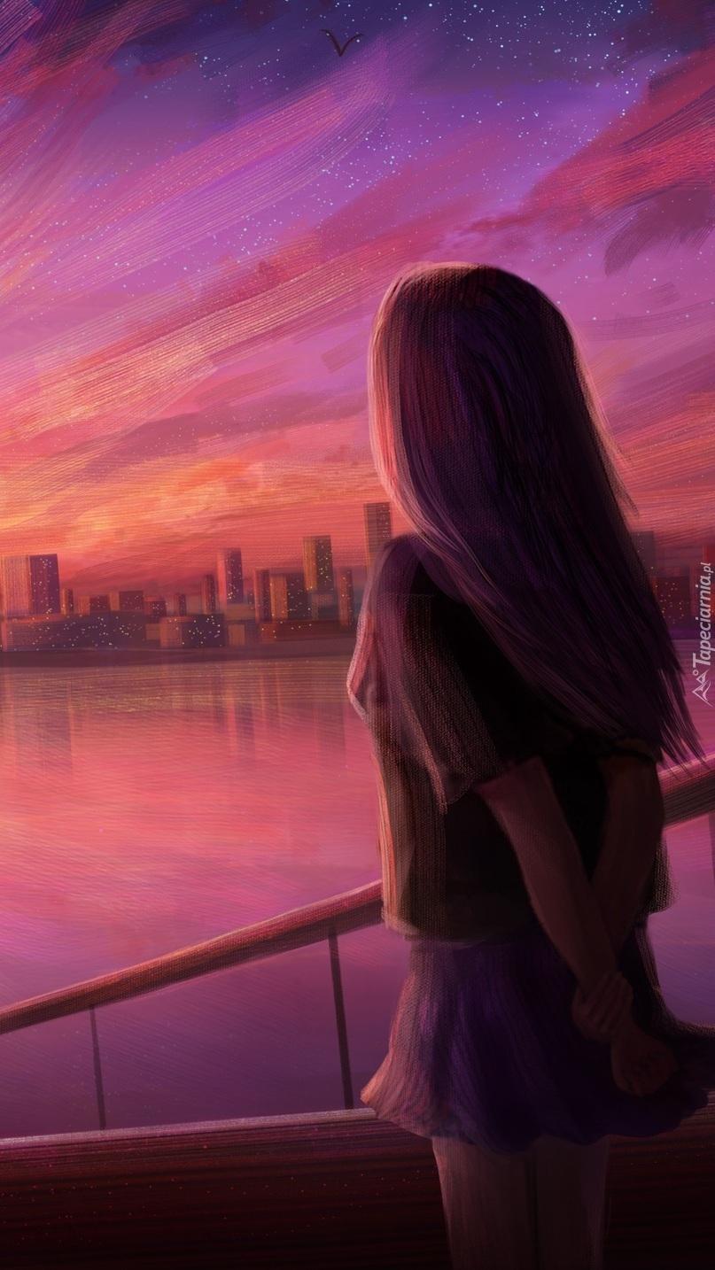 Dziewczyna i miasto w tle