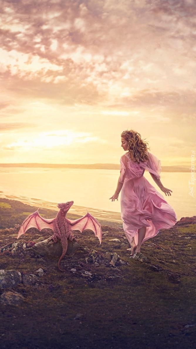 Dziewczyna i smok na tle morza