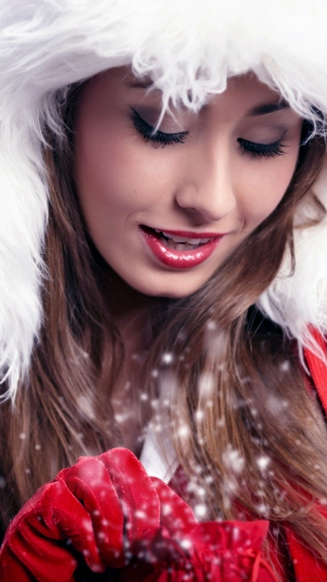 Dziewczyna w świątecznym ubraniu