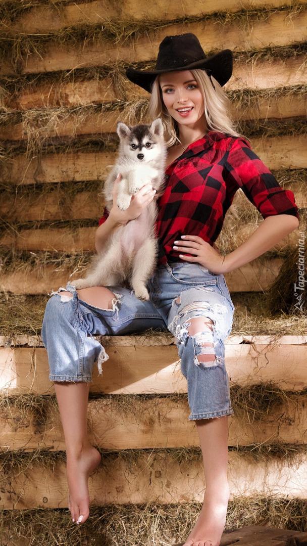 Dziewczyna z psem siberian husky
