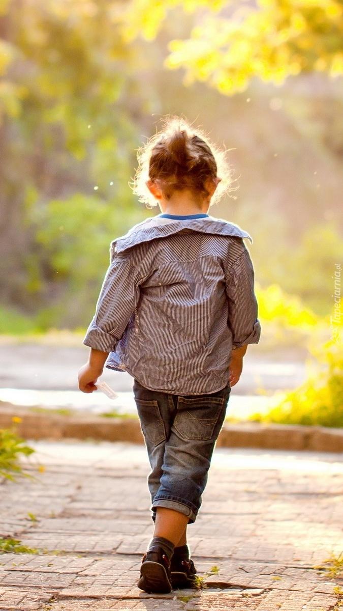 Dziewczynka na ulicy