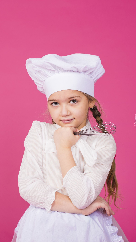 Dziewczynka w stroju kucharki
