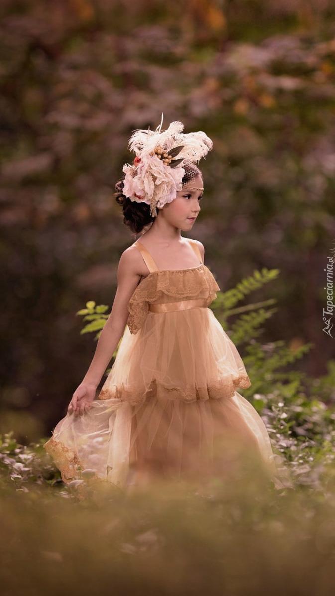 Dziewczynka w tiulowej sukience