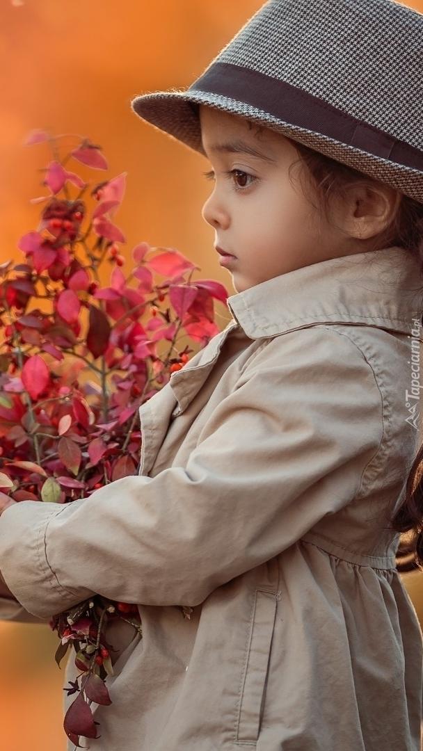 Dziewczynka z gałązkami