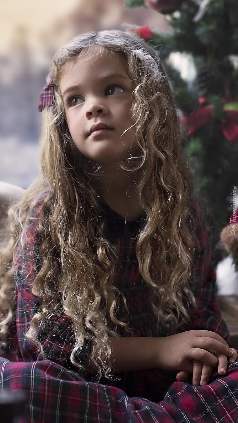 Dziewczynka z kręconymi włosami