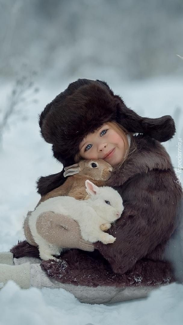 Dziewczynka z królikami