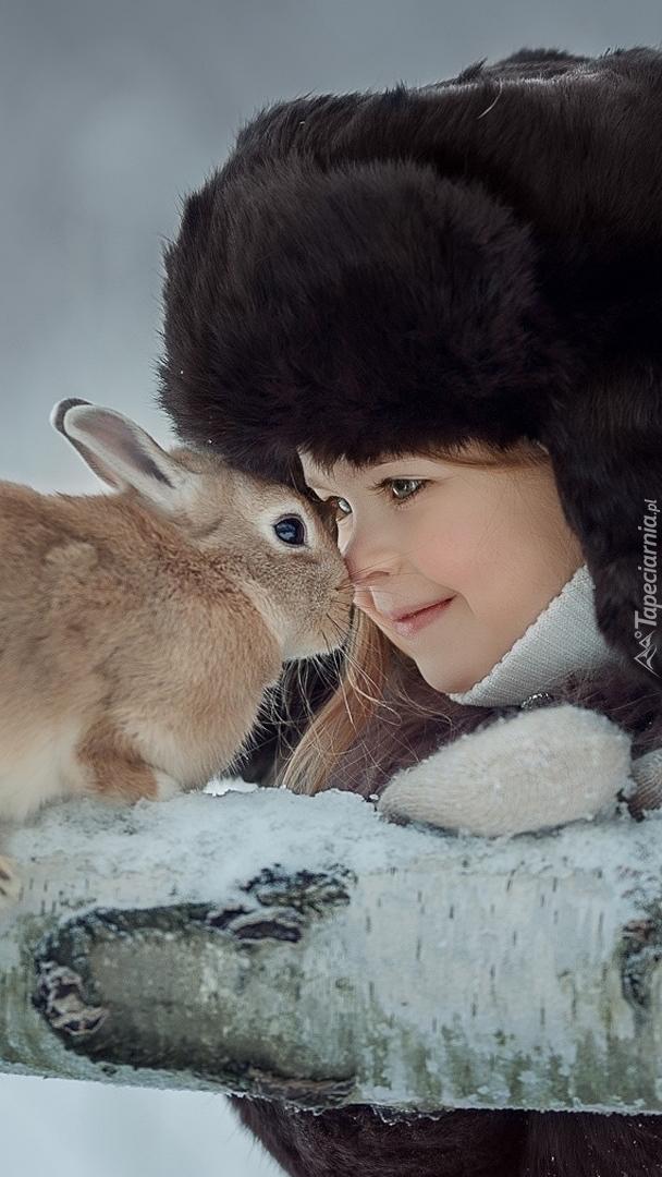 Dziewczynka z królikiem