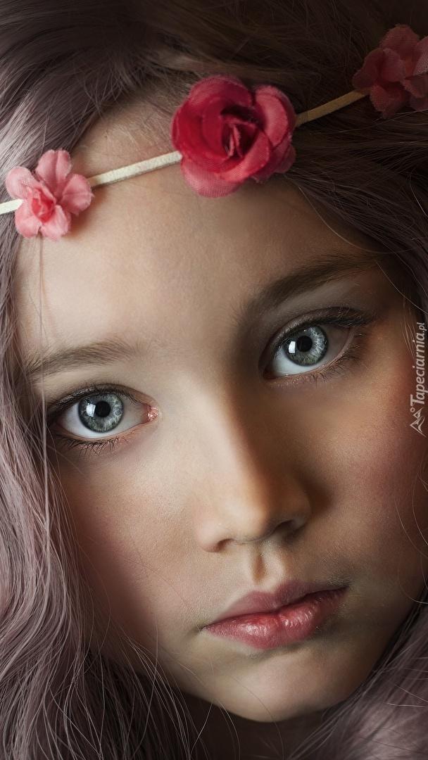 Dziewczynka z opaską