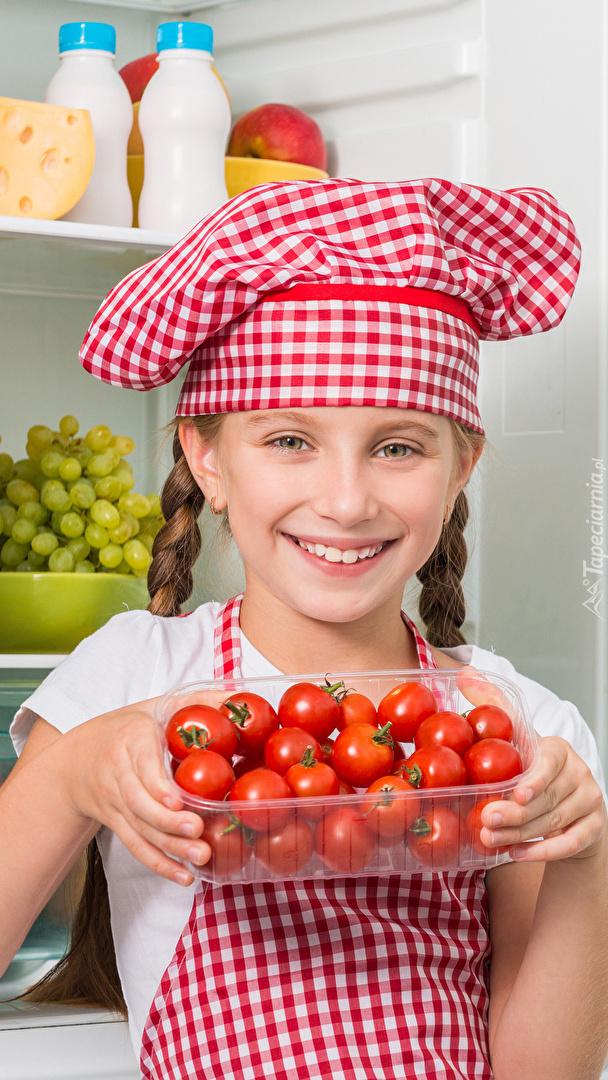 Dziewczynka z pomidorami