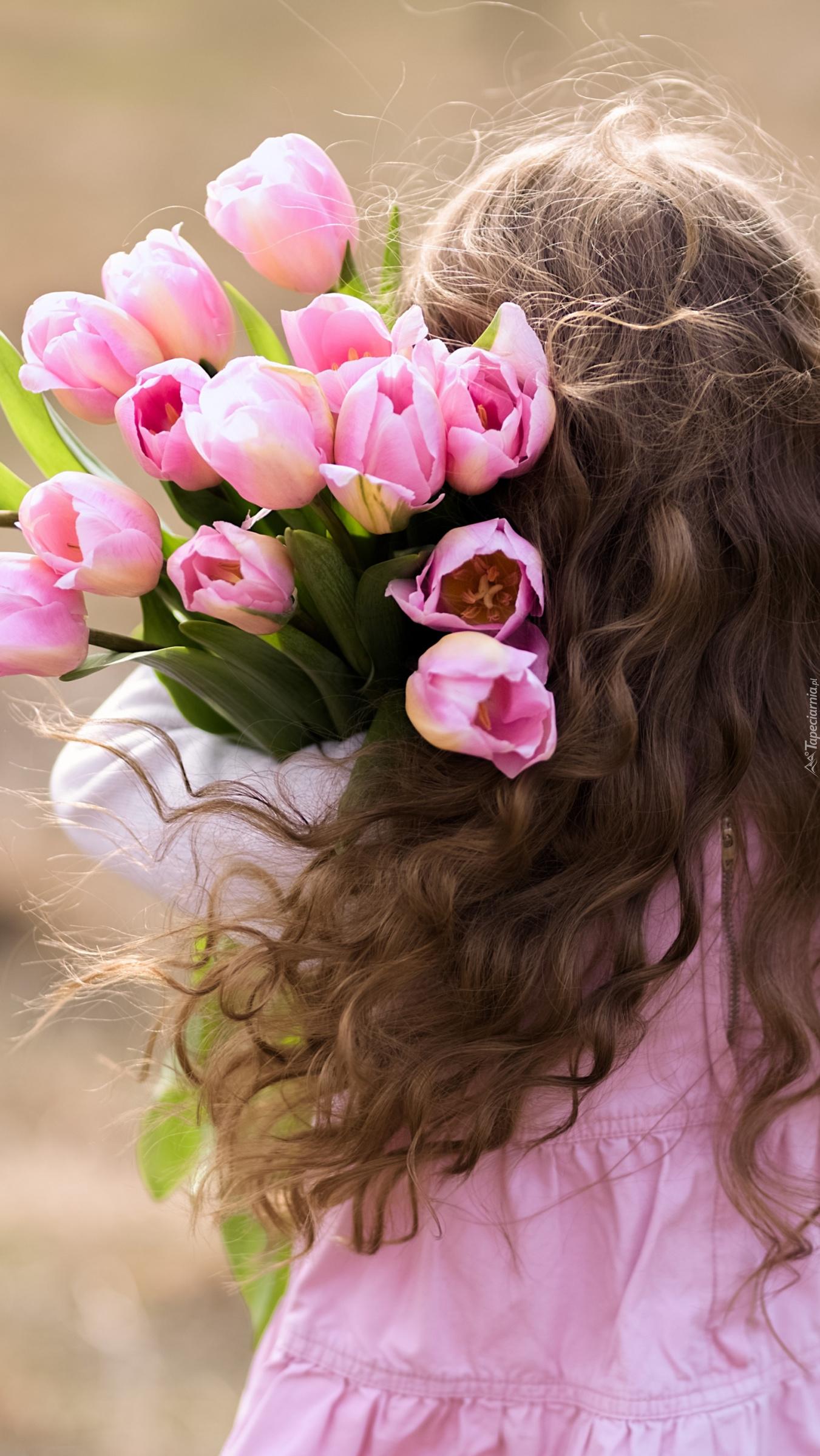 Dziewczynka z tulipanami