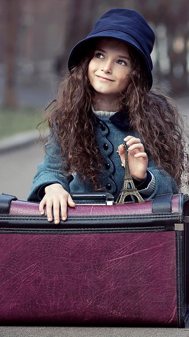 Dziewczynka z walizką