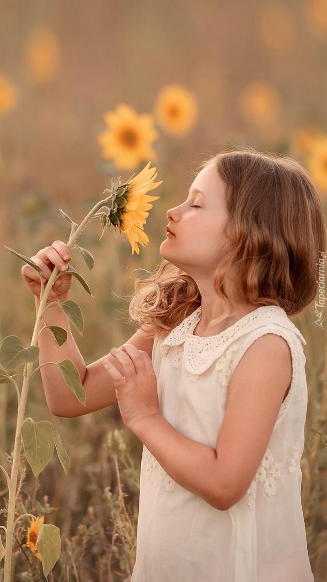 Dziewczynka ze słonecznikiem