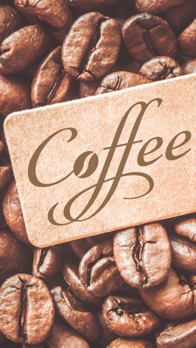 Etykieta z napisem coffee na ziarnach kawy