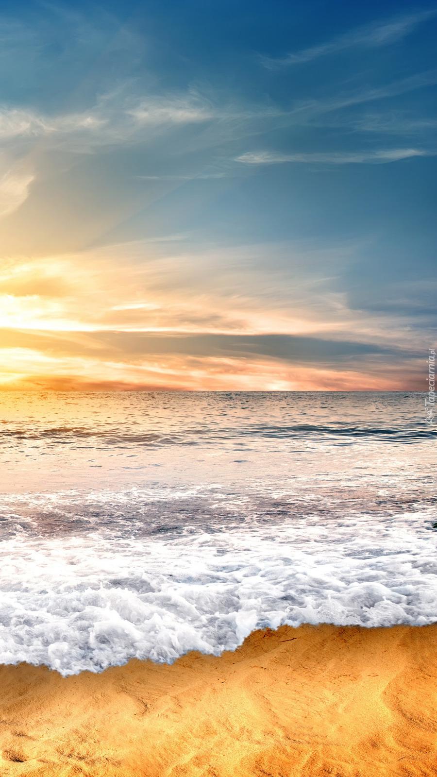 Fale na brzegu morza