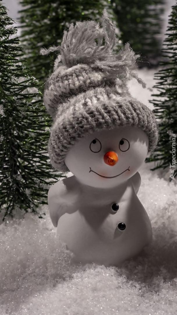Figurka bałwanka w czapeczce