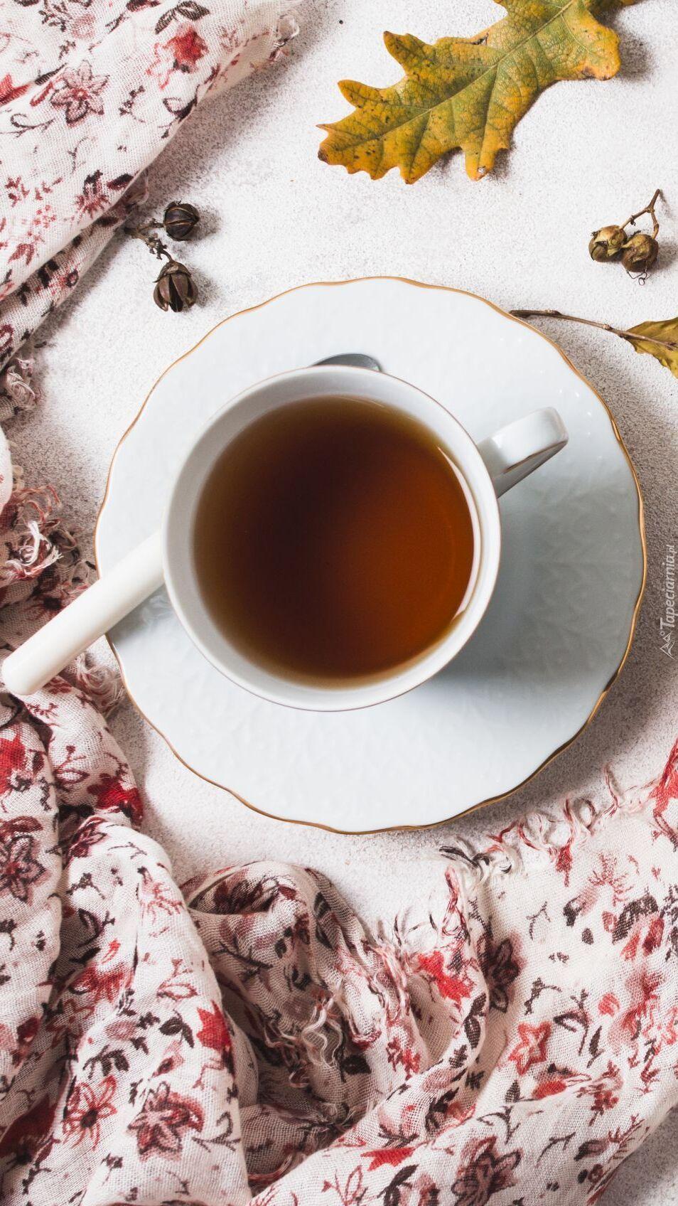 Filiżanka herbaty na spodku