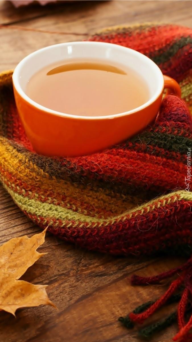 Filiżanka herbaty w szaliku