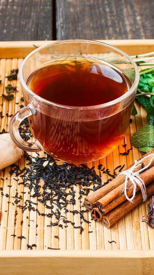 Filiżanka herbaty z cynamonem