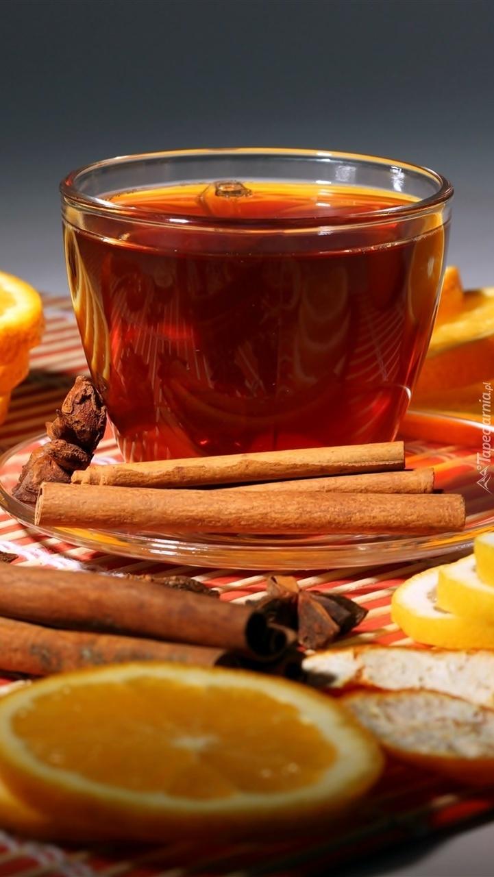 Filiżanka herbaty z cytryną pomarańczą i cynamonem