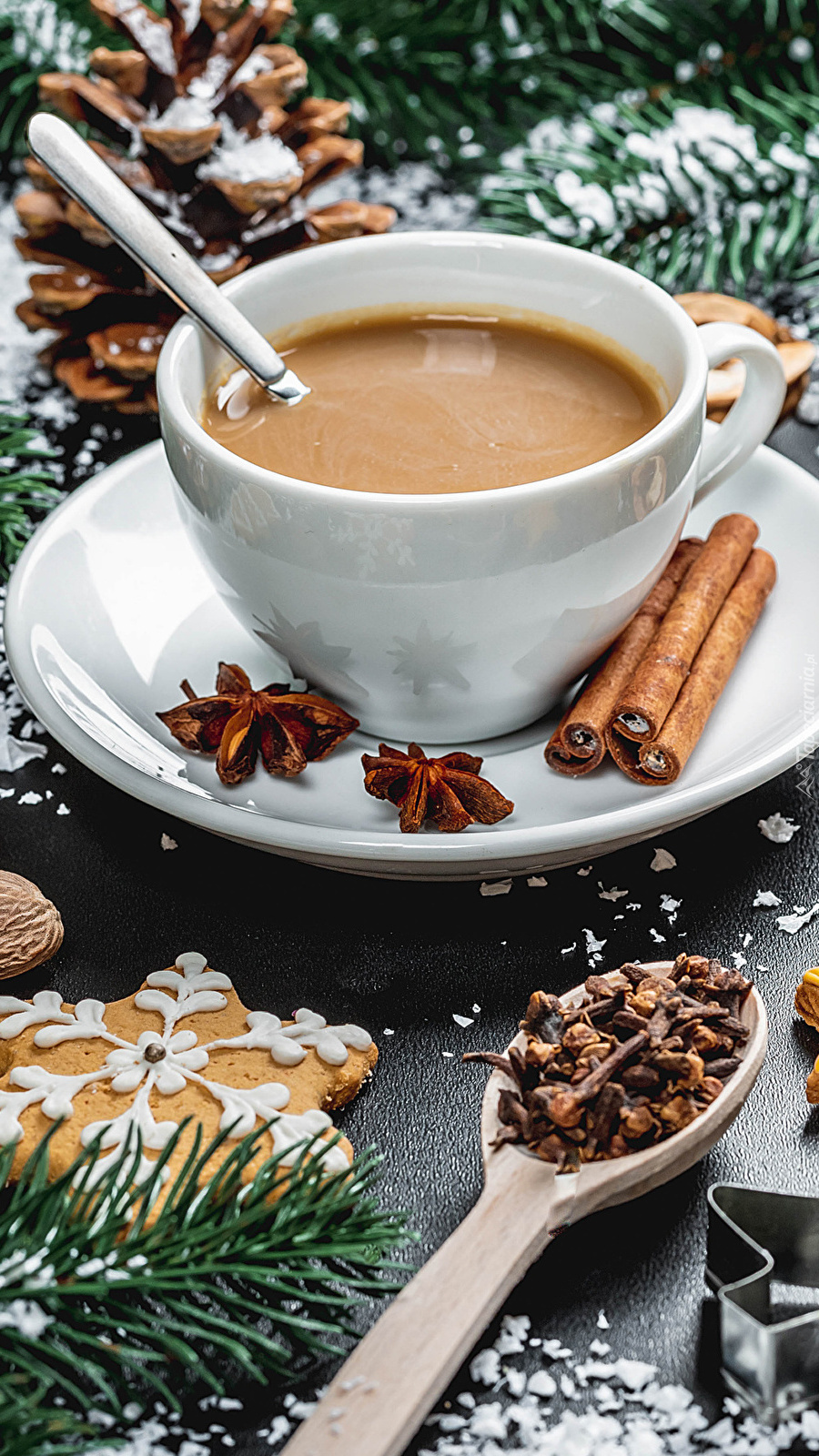 Filiżanka kawy w świątecznej kompozycji