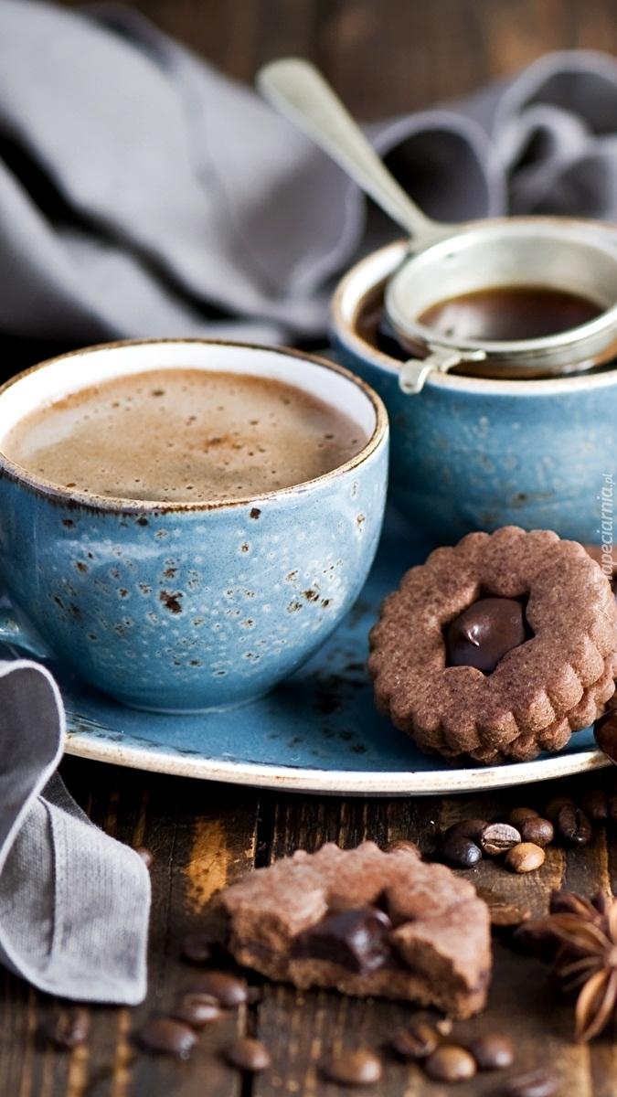 Filiżanka kawy z ciasteczkiem