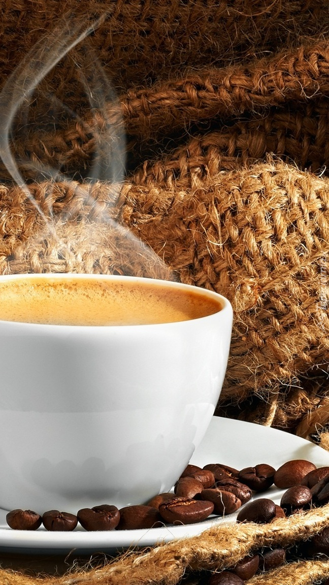 Filiżanka parującej kawy