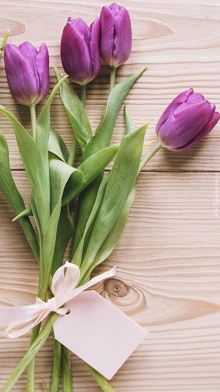 Fioletowe tulipany z kartonikiem