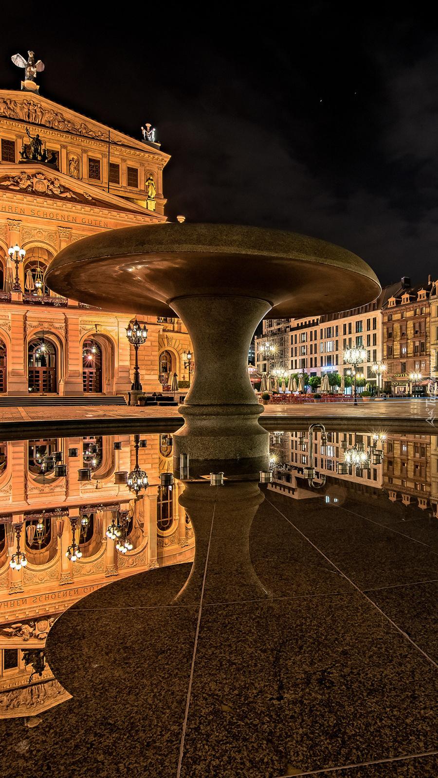 Fontanna przed Alte Oper we Frankfurcie nad Menem