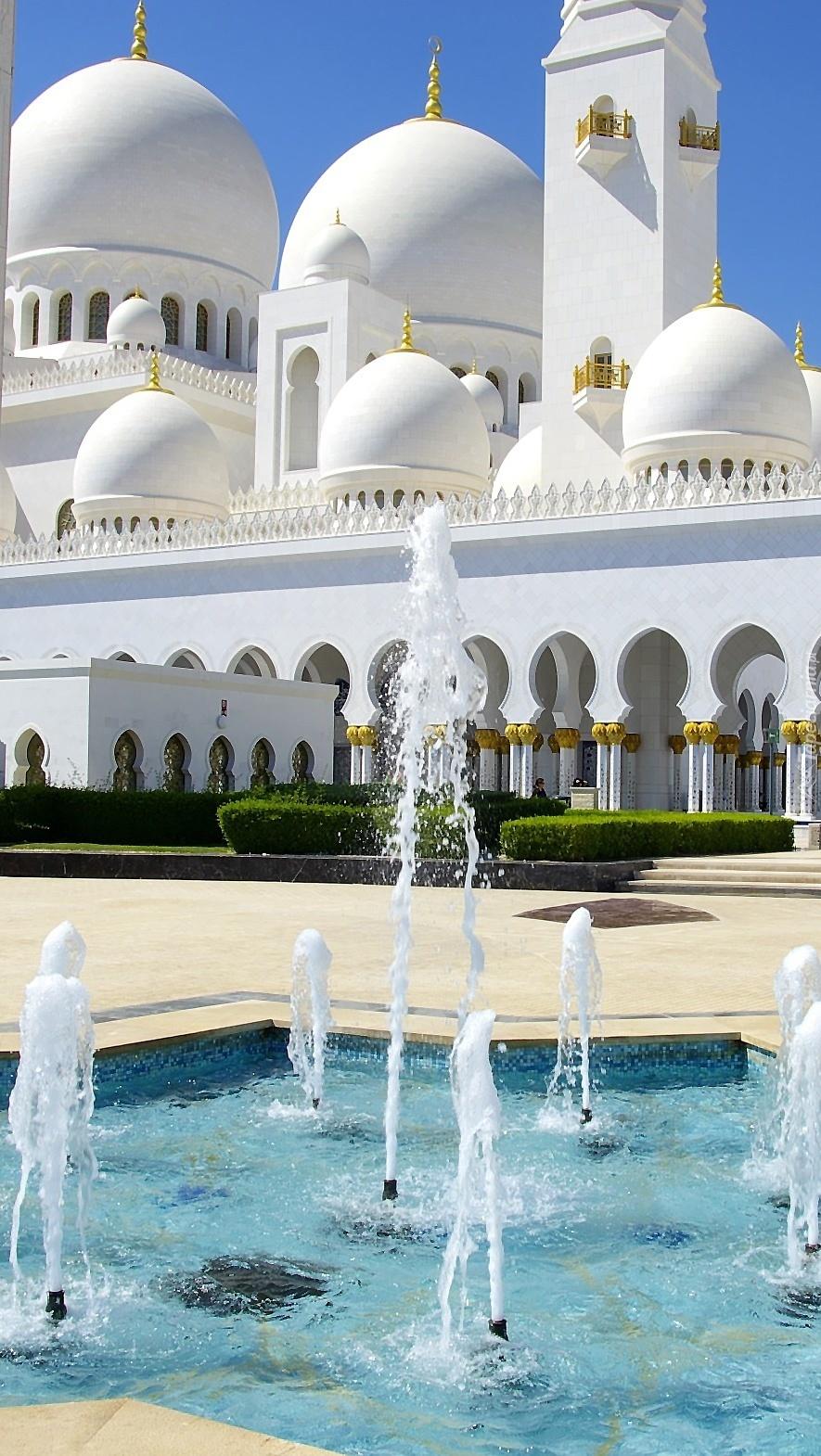 Fontanny przed meczetem