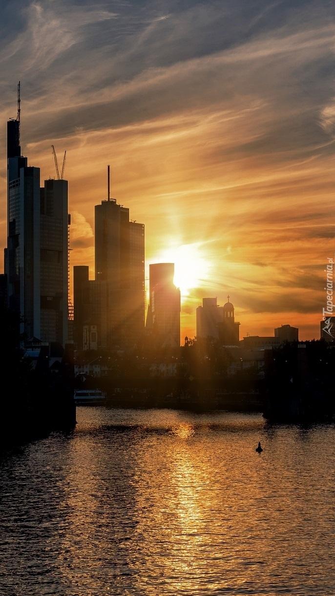 Frankfurt nad Menem o zachodzie słońca
