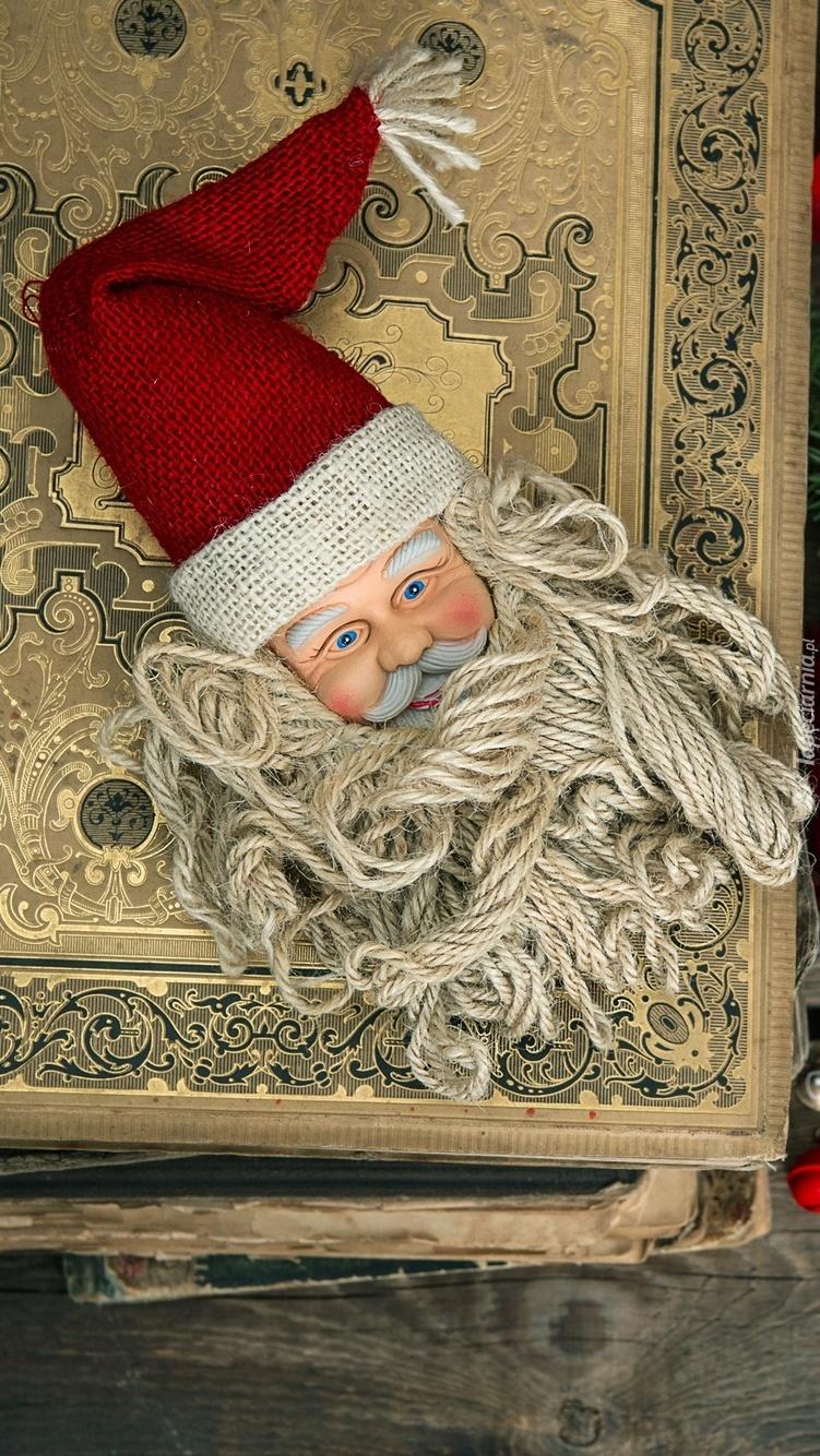Głowa Mikołaja na książce