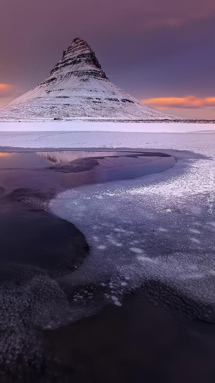 Góra Kirkjufell w Islandii zimą