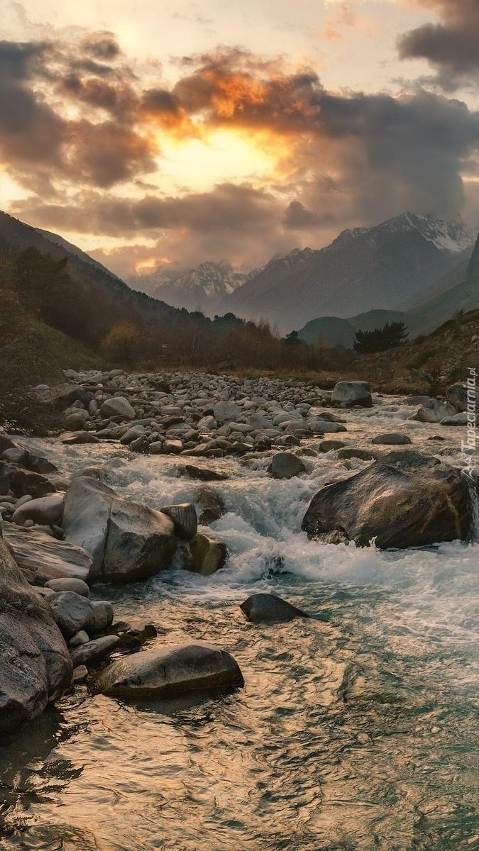 Górska kamienista rzeka