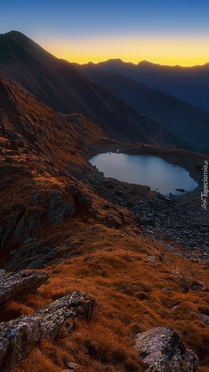 Góry Fogaraskie nad jeziorem Lacul Caltun