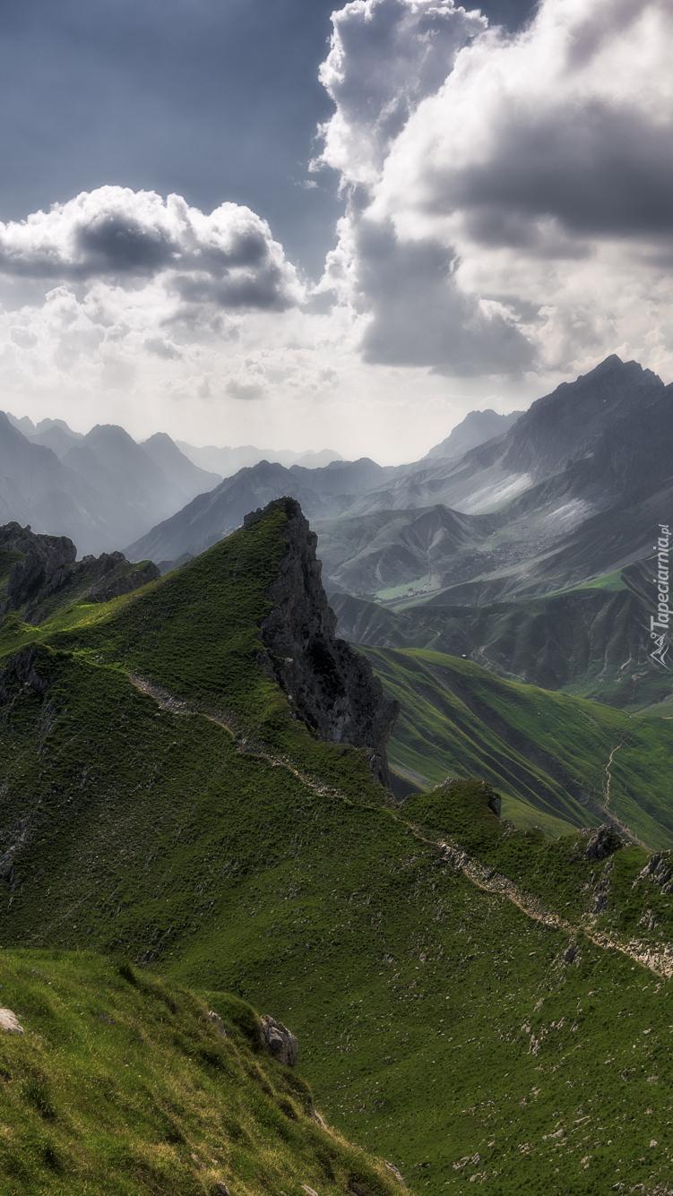 Góry i szlaki turystyczne