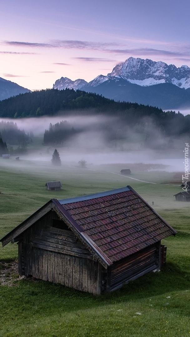 Góry Karwendel i domki w miejscowości Krun