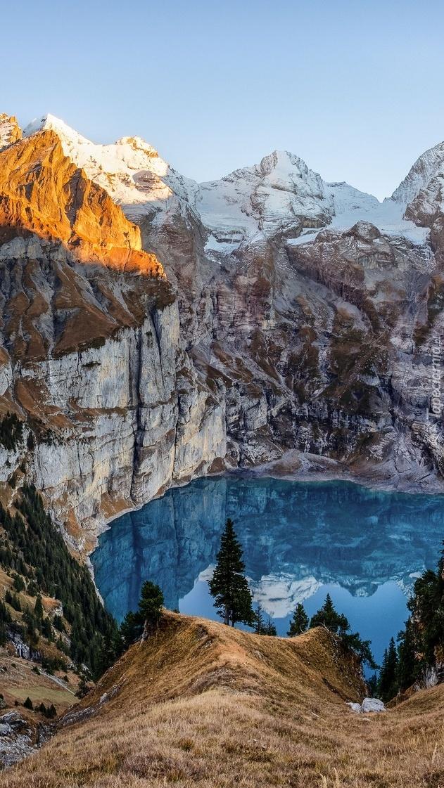 Góry nad jeziorem Oeschinen