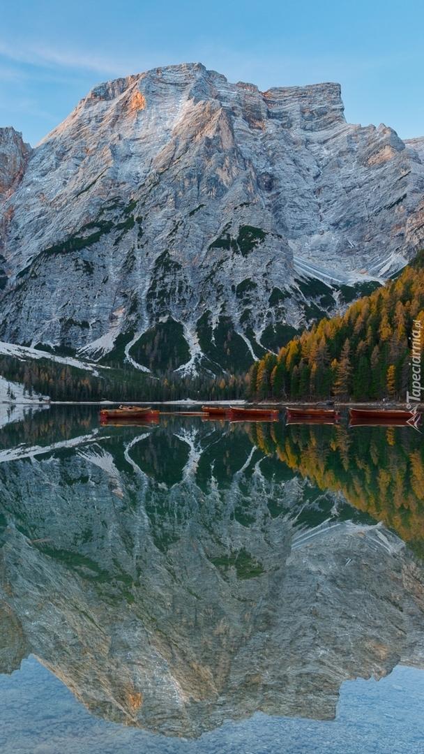 Góry nad jeziorem Pragser Wildsee